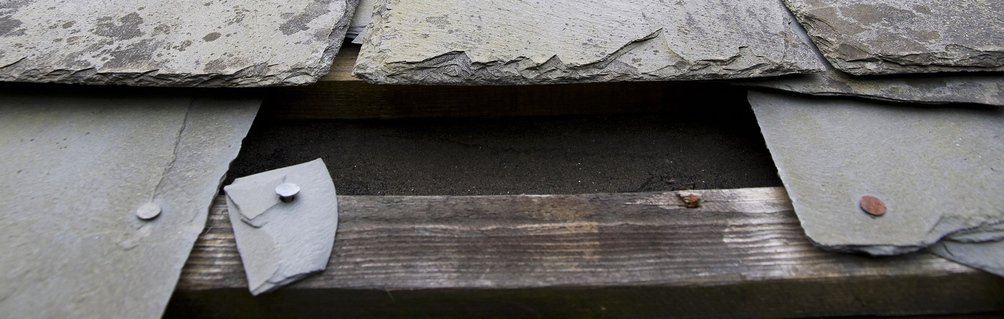 Repairing a broken roof tile